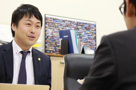 弁護士鈴木啓太画像