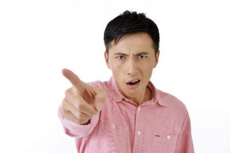 怒る男性のイメージ画像